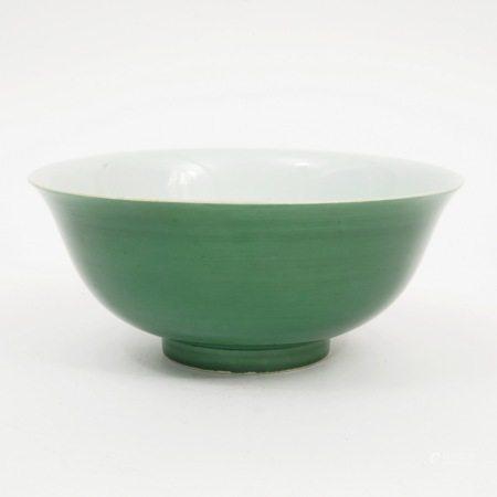 A green-glazed bowl, Jiaqing period, Qing Dynasty 清嘉庆绿釉碗