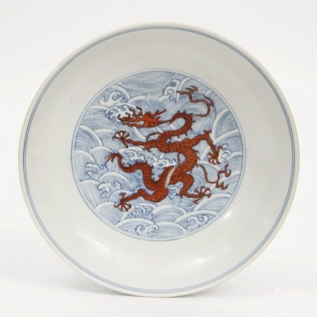 A blue and white alum red dragon pattern ornamental plate, Daoguang Period, Qing Dynasty 清道光青花矾红龙纹盘