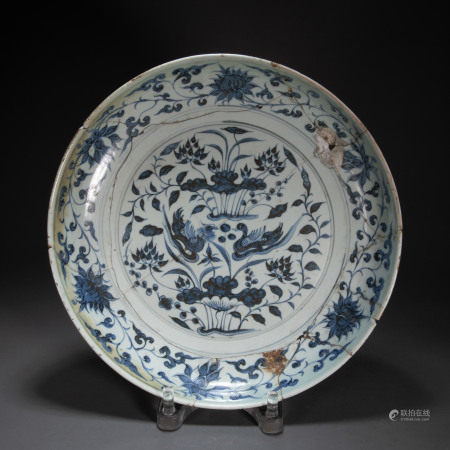 CHINESE BLUE AND WHITE PLATE (DAMAGED), MING DYNASTY
