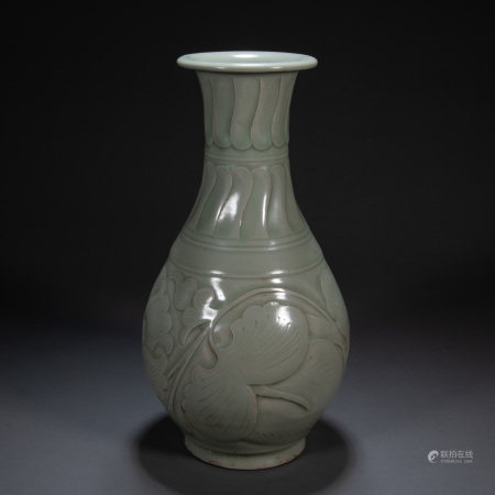 YAOZHOU WARE VASE, FIVE DYNASTIES, CHINA