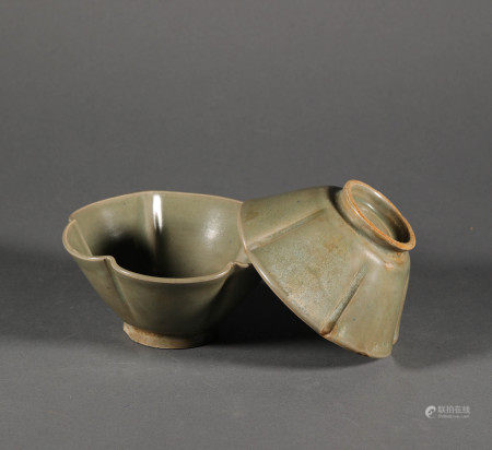 Celadon ware bowl from Qing 宋代青瓷花瓣碗