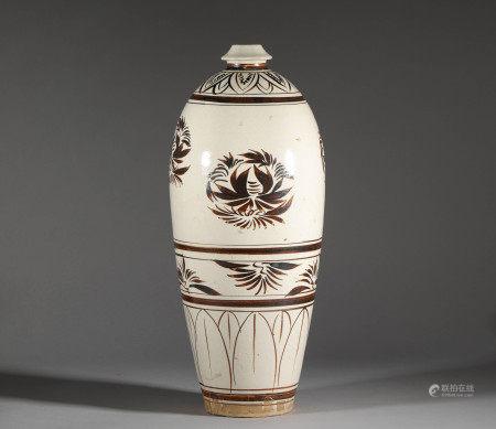 Cizhou kiln vase from Song 宋代磁州窯花卉梅瓶