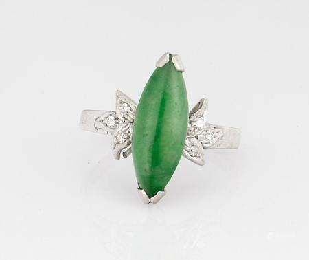 18 KT WHITE GOLD JADEITE & DIAMOND NAVETTE RING