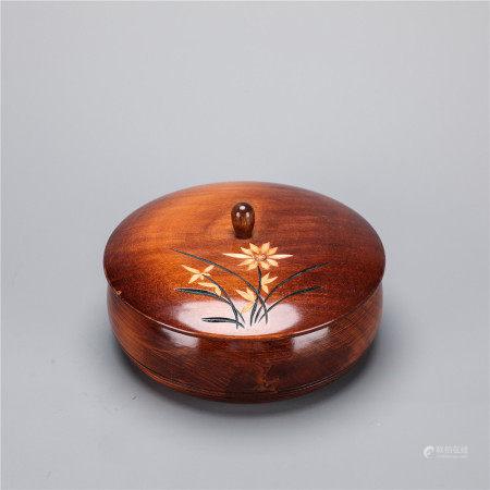 木雕花卉纹捧盒