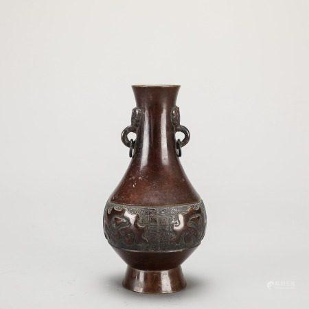 铜制兽首衔环龙纹瓶