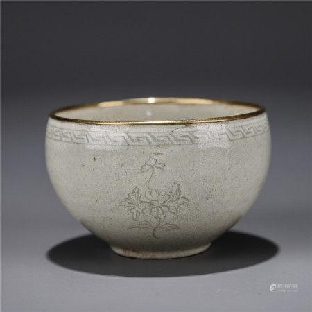 暗刻花绘包金口白瓷杯