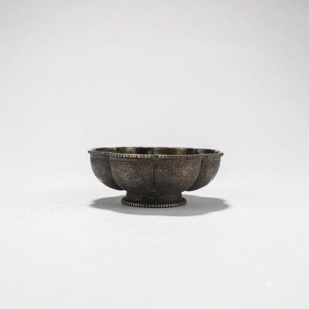 银摩羯花卉鸟兽纹花口碗