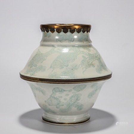 铜口白釉绿彩鱼藻纹罐