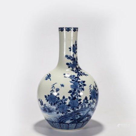 青花花鸟纹天球瓶