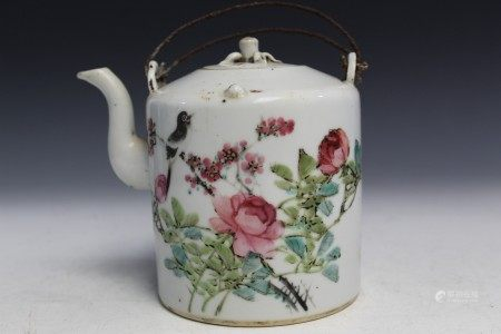 Chinese famille rose porcelain teapot.