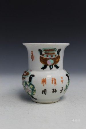 Chinese famille rose porcelain spittoon.