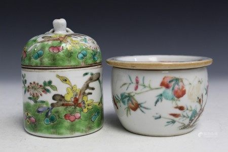 Two Chinese famille rose porcelain boxes.