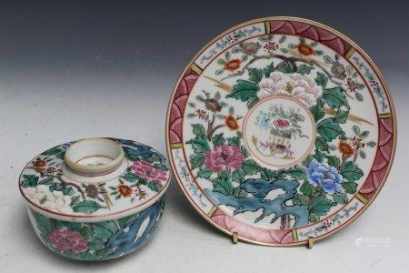 A set of Chinese famille rose porcelain teacup.