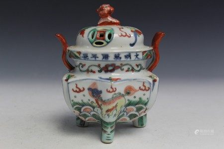 Chinese Wucai porcelain incense burner with Ming Wanli