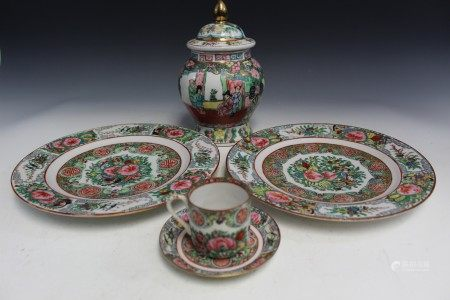 Group of four Chinese export porcelain items.