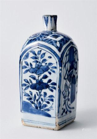 明 青花花卉紋角瓶