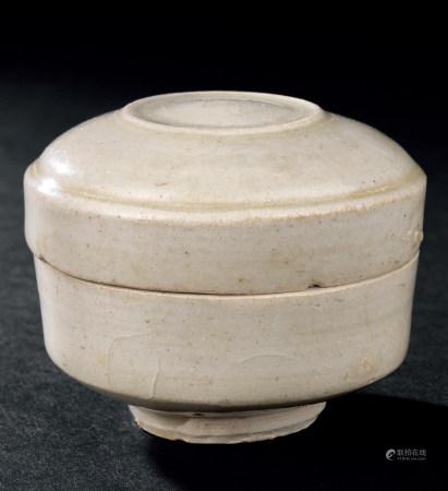 五代白釉盒