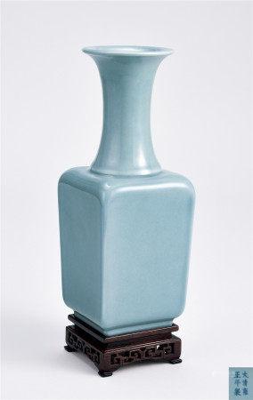 清 天蘭釉四方長頸瓶