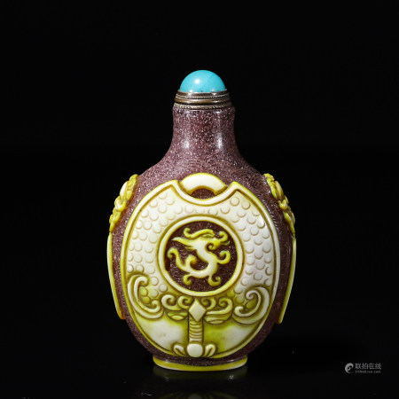 Chinese glass snuff bottle with dragon pattern