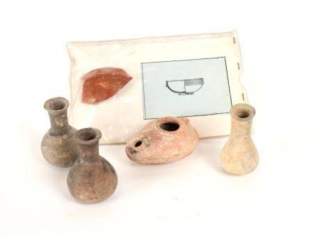 Cinq terres cuites dont un fragment.Epoque romaine à  byzantine.En l'état.