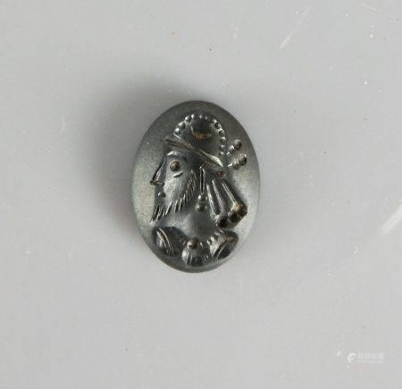 Intaille au profil de prince sassanide.Jaspe vert. H :25mm