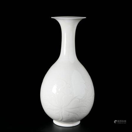 chinese white glazed porcelain vase