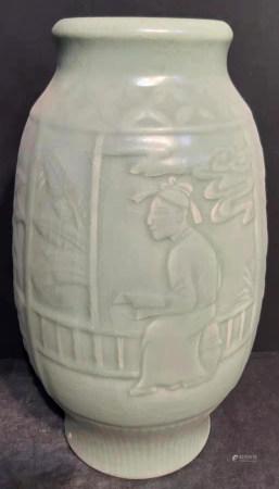 龍泉窯花卉紋罐
