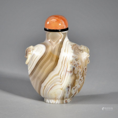 AN AGATE 'SPANISH COIN' SNUFF BOTTLE