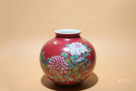 清乾隆 珊瑚紅地粉彩牡丹紋罐