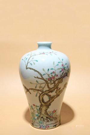 清雍正 粉彩花鳥紋梅瓶