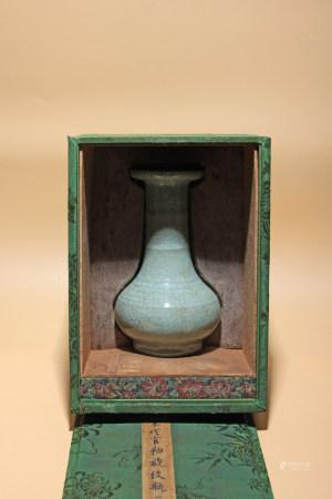 宋 官釉旋紋瓶
