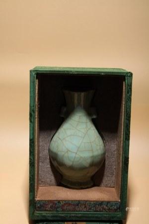 宋 官釉貫耳瓶