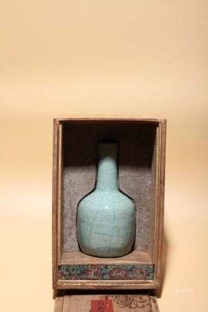宋 官釉棒槌瓶