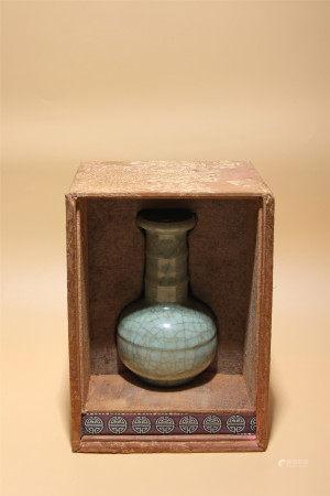 宋 哥釉旋頸盤口瓶