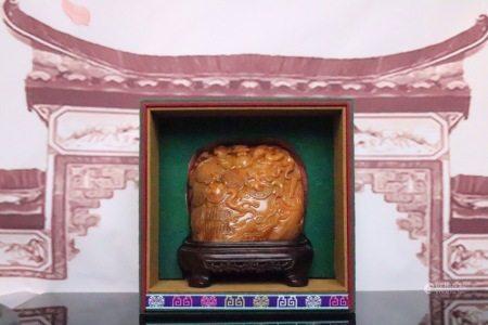 田黃壽山石群龍戲珠擺件