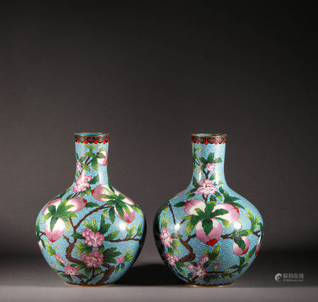 A Cloisonne Vase with Peach from Qing Dynasty清代景泰藍壽桃花瓶