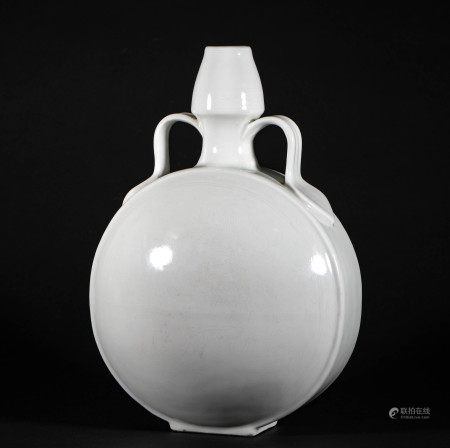 The Dragon Pattern Bottle in Ming Dynasty明代龍紋抱月瓶