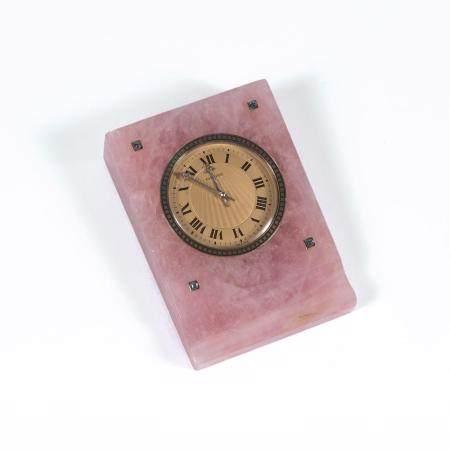 CARTIER ANNEES 1930 A pink quartz desk clock by Cartier, from the 30's.