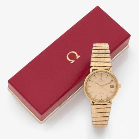 OMEGA ANNEES 1950 A 18K gold self winding wristwatch by Omega, from the 50's.