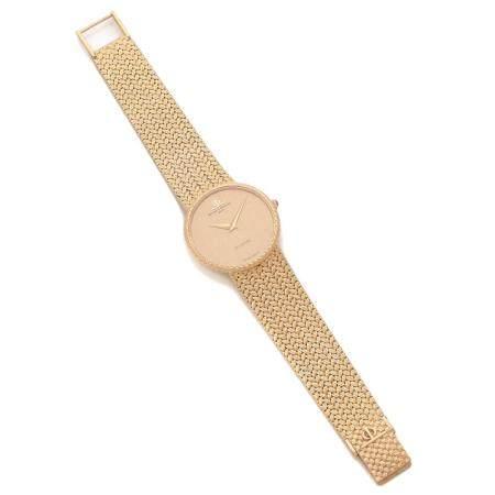 BAUME & MERCIER A 18K gold quartz wristwatch by Baume & Mercier.