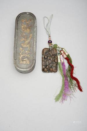 An aloeswood 'gourd and bat' pendant