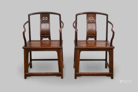A pair of low-back continuous yoke-back armchairs 20th century (2)