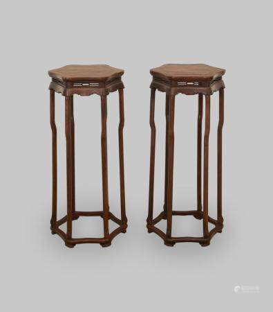 A pair of flower stands 20th century (2)