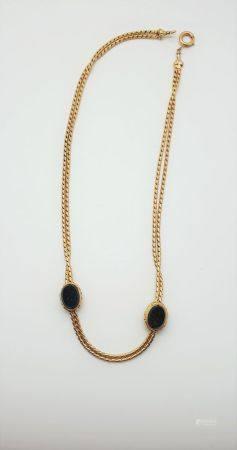 Collier ras de cou en or jaune 18k (750 millièmes) formé de deux brins torsadés, reliés entre e
