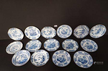 15 ANTIEKE CHINESE BORDEN IN PORSELEIN