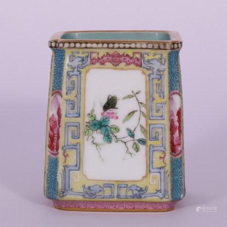 清 粉彩花卉笔筒