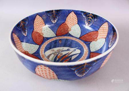A JAPANESE MEIJI PERIOD ARITA / IMARI PORCELAIN PUNCH BOWL, decorated with floral motif with a central panel w