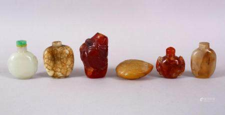 A MIXED LOT OF SIX 19TH / 20TH CENTURY CHINESE JADE / AGATE / HARDSTONE SNUFF BOTTLES, 7cm down to 4.5cm