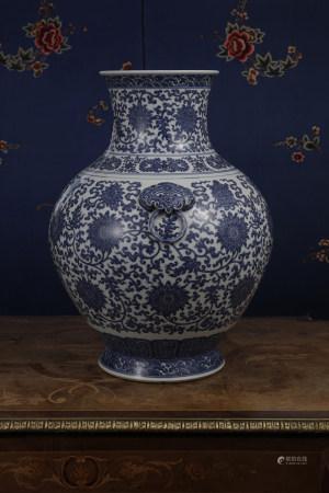 A BLUE & WHITE 'LOTUS' JAR.  QIANLONG PERIOD, QING DYNASTY.