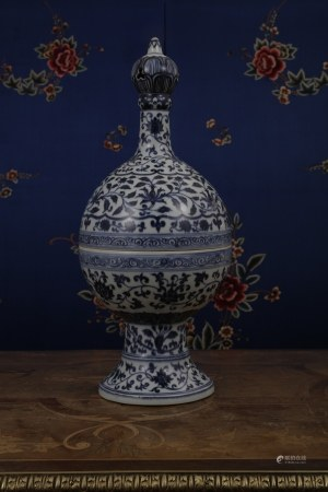 A VERY SPECIAL BLUE & WHITE PORCELIAN CENSER AND COVER  XUAN DE PERIOD, MING DYNASTY.